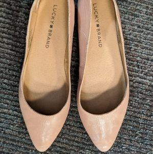 Lucky brand nude flats